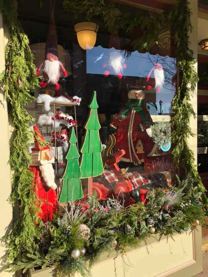 The Blessed Nest in downtown Jackson is decked out for Christmas :: photo credit